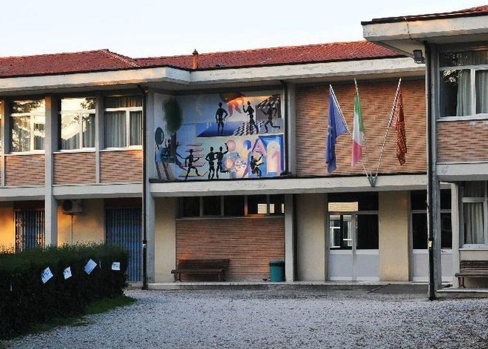 """Sede della scuola secondaria """"G. Pascoli"""""""